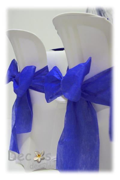 decoration-housse-et-noeud-de-chaise-bleu-marine