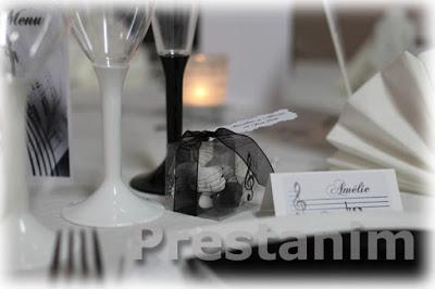 decoration-mariage-musique-noir-blanc-contenant-dragees-notes