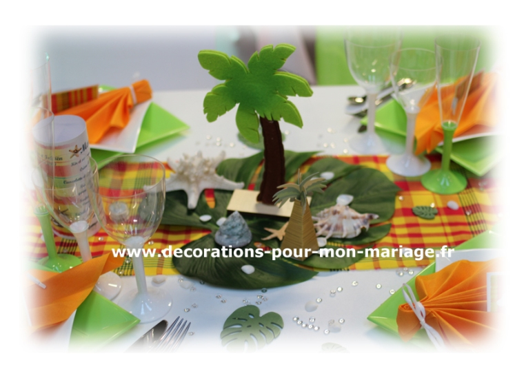 decorations-pour-mariage-antillais-mixte-madras-centre-table-palmier