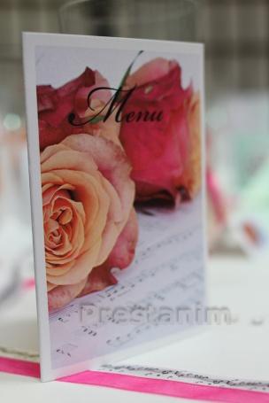 decoration-mariage-romance-sur-une-note-de-musique-menu-decoratif