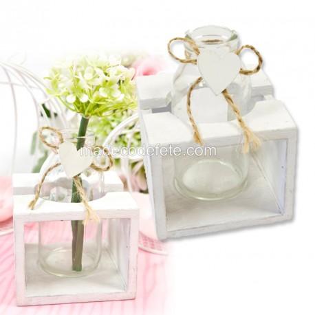 vase-et-coeur-dans-support-bois